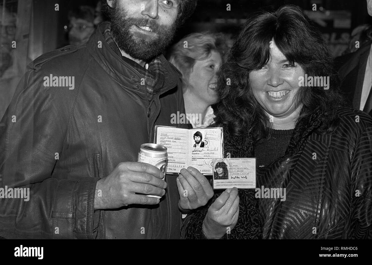 Germany, Berlin, October 8, 1989: East and West Berliner citizens hold their ID cards at Breitscheidplatz on the night of the fall of the Berlin Wall. - Stock Image