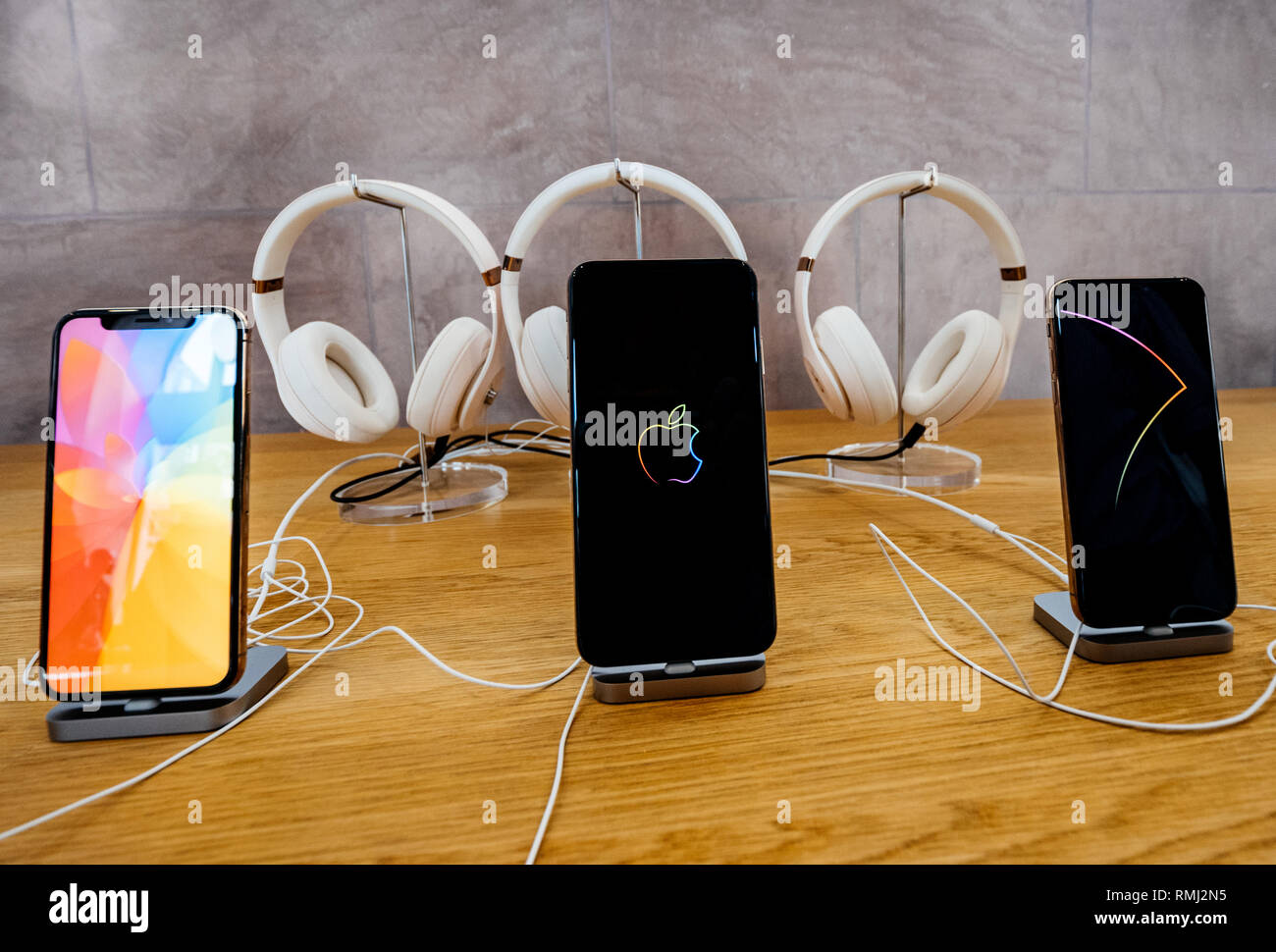Strasbourg France Sep 21 2018 Apple Store Showcasing As Product Herolatest Iphone Xs And Xs Max With Beats By Dr Dre Headphones In The Background Stock Photo Alamy