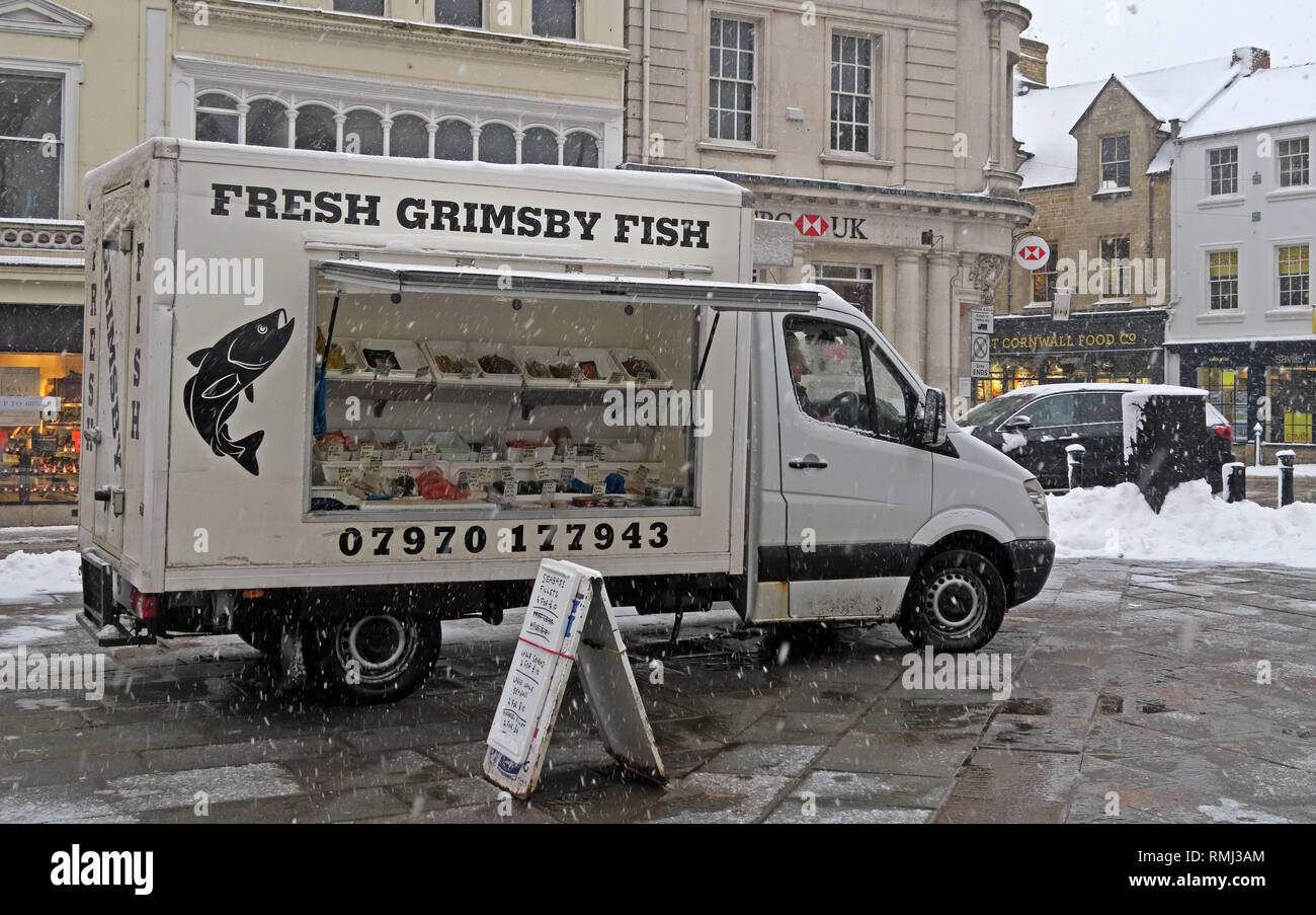 Fresh Grimsby Fish van, market day, winter snow Cirencester town centre, Cotswolds, Gloucestershire, England, UK - Stock Image