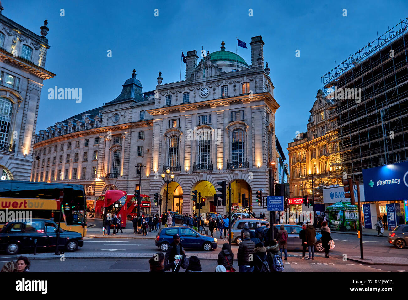 Bars Near Piccadilly Circus >> Rush Hour And Traffic Near Piccadilly Circus With