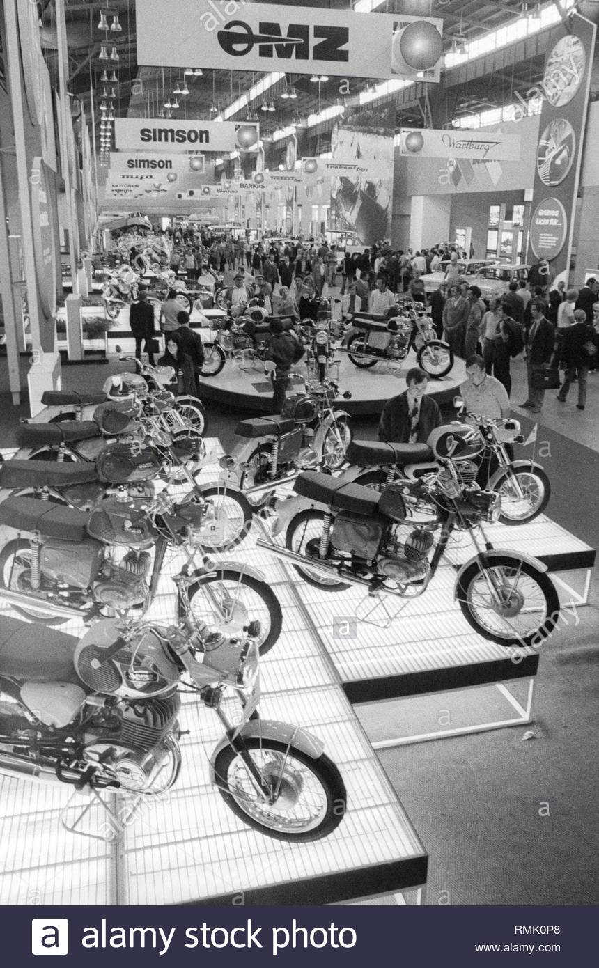 GDR motorcycles and mopeds branded 'Simson' and 'MZ' at the Leipzig autumn fair in Leipzig in Saxony in the area of the former GDR, German Democratic Republic. Foto: Burkhard Lange - Stock Image