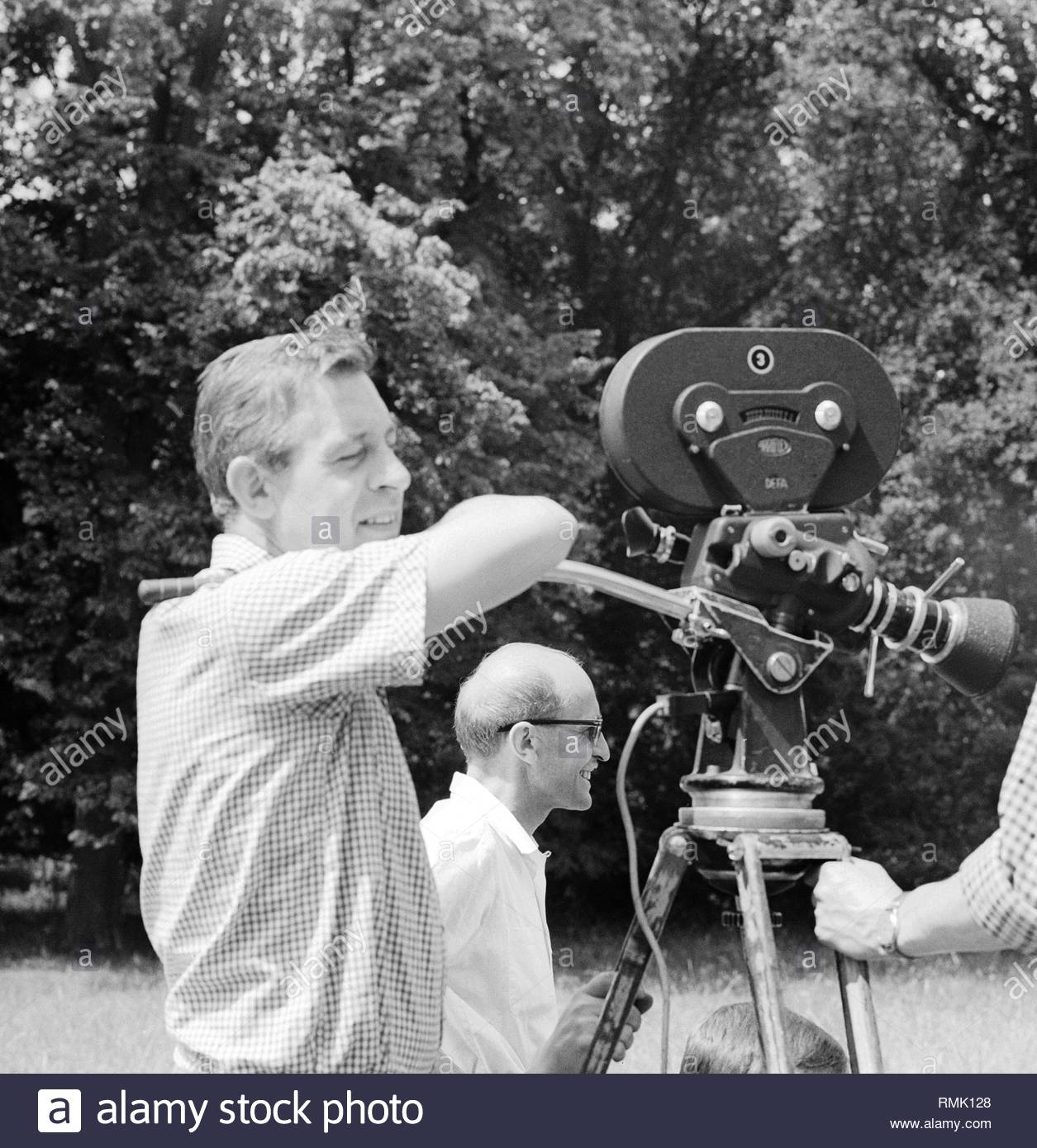 Cameraman with a ARRIFLEX SLR film camera with film shooting in the park at Sanssouci in Potsdam in Brandenburg on the territory of the former GDR, German Democratic Republic. - Stock Image