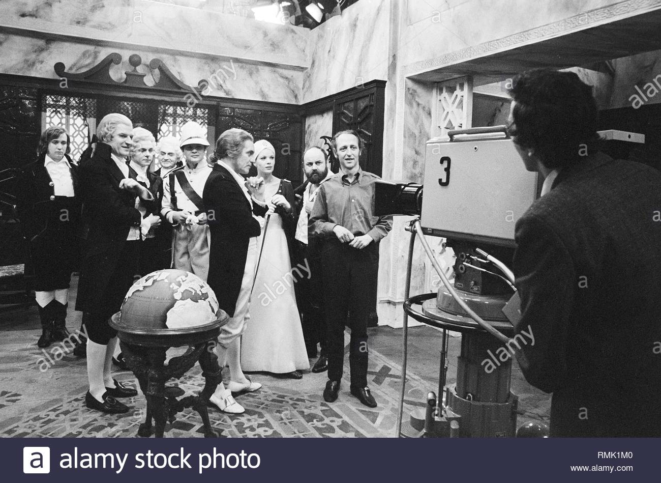 Photographs in historical costumes in a studio of the German television radio (DFF) in Adlershof in Berlin, the former capital of the GDR, German democratic republic. Foto: Heinz Schönfeld Stock Photo