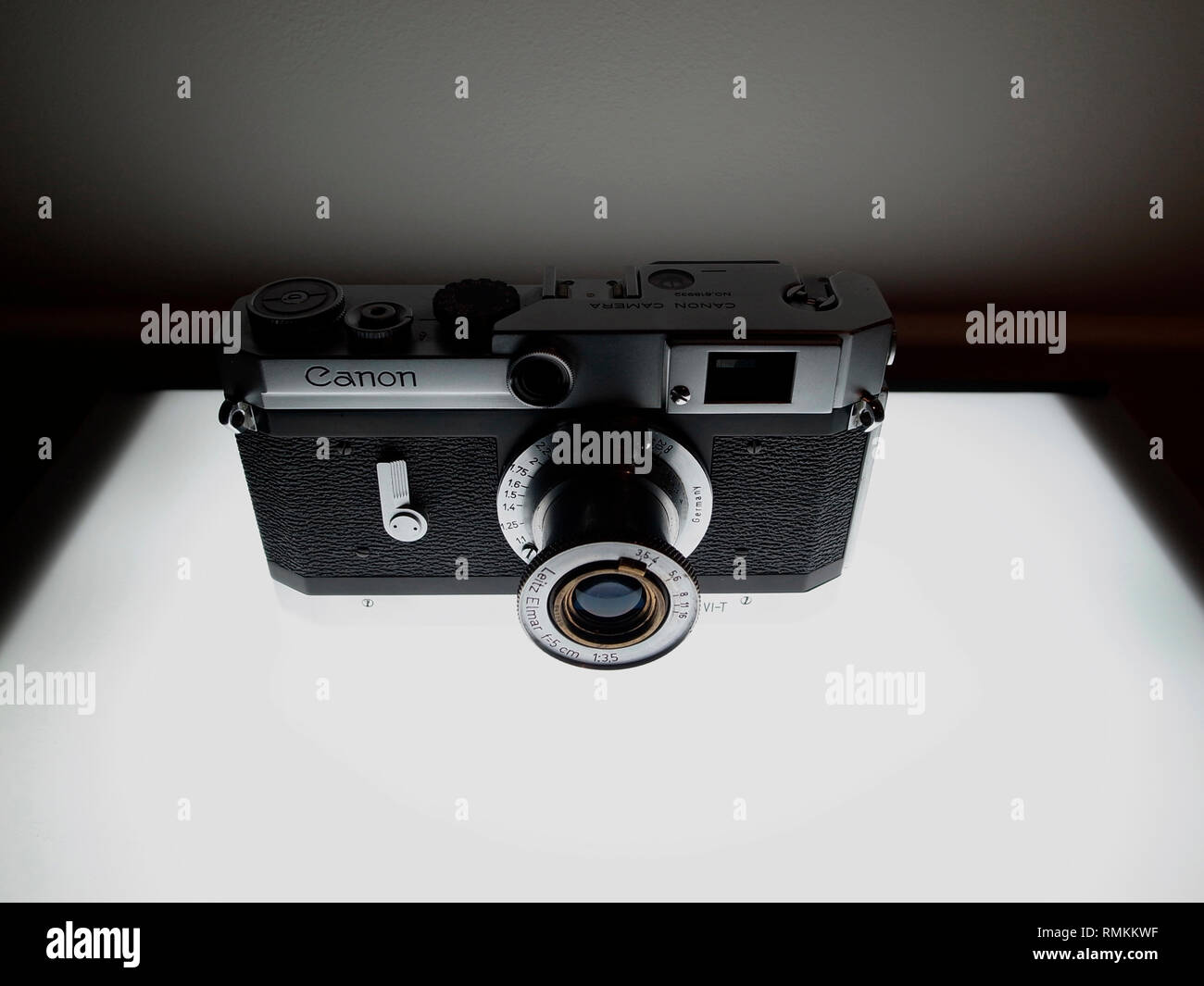 CLASSIC CAMERA - CANON VT RANGEFINDER ( 1956- 1957 ) CAMERA LMT MOUNT WITH A 50 MN LEITZ ELMAR 3.5 LENS - CANON CAMERA - RANGEFINDER CAMERA - VINTAGE CAMERA - JAPAN CAMERA - FILM CAMERA RANGEFINDER - COLOR ARCHIVE © Frédéric BEAUMONT - Stock Image