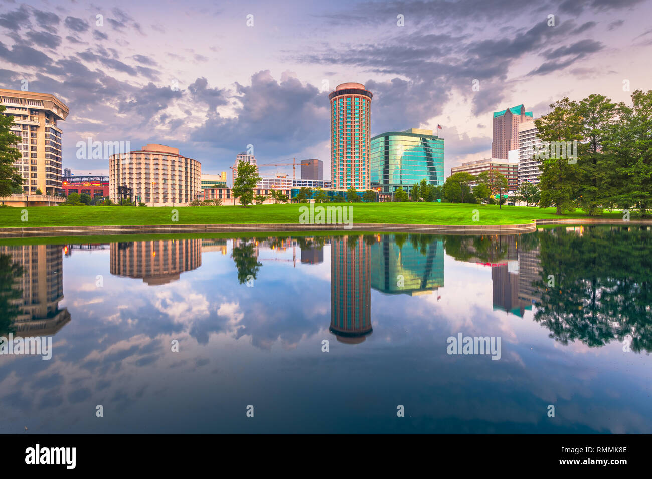 St. Louis, Missouri, USA cityscape at dawn with water reflections. - Stock Image