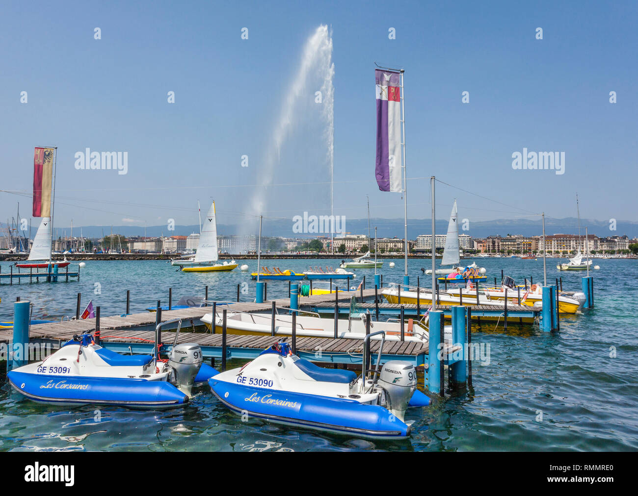 Switzerland, Lake Geneva, pedal boat hire at the Les Eaux-Vives waterfront with view of the Jet d'Eau fountain - Stock Image