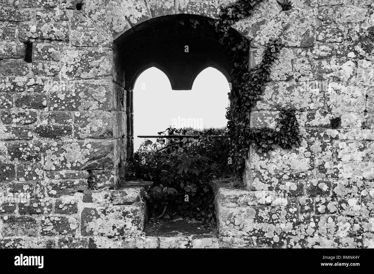 Fenster einer Burgruine - Stock Image