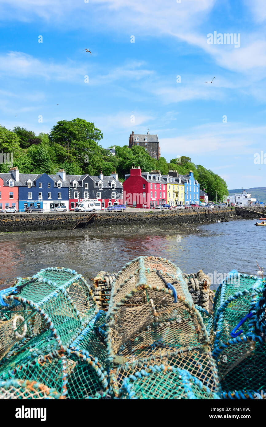 Colourful houses and lobster pots on quayside, Tobermory, Isle of Bute, Inner Hebrides, Argyll and Bute, Scotland, United Kingdom - Stock Image