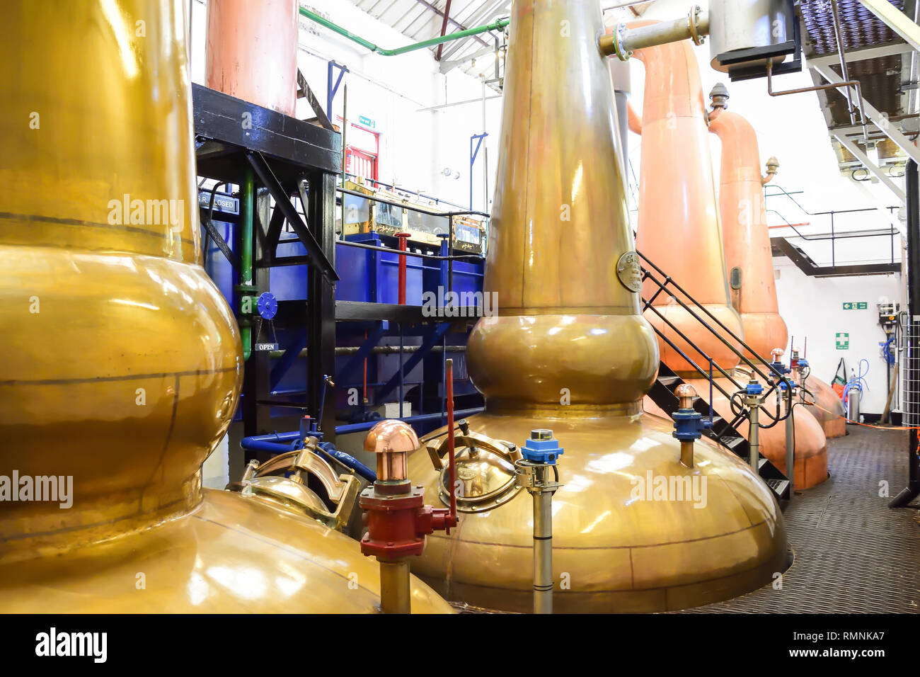Traditional copper-domed mash tun in Tobermory Distillery, Tobermory, Isle of Bute, Inner Hebrides, Argyll and Bute, Scotland, United Kingdom - Stock Image