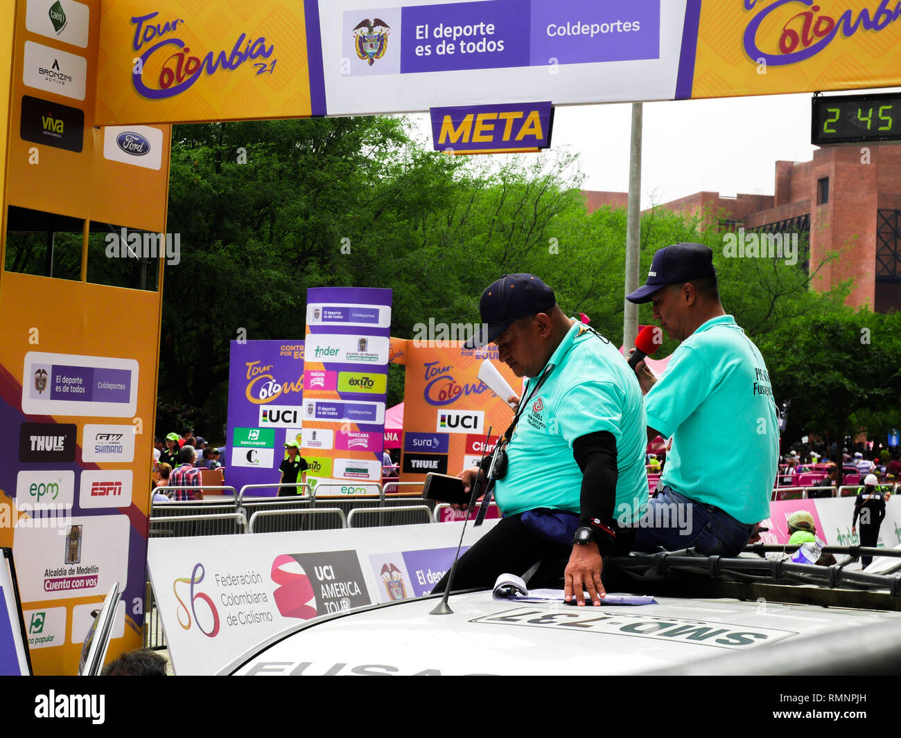 Two radio narrators on the roof of a car relating the happenings of the first stage of the cycling race tour Colombia 2019 in the city of Medellin - Stock Image