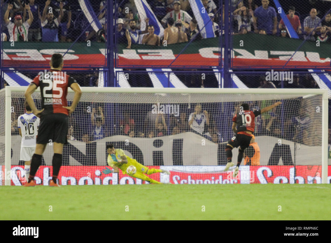 Buenos Aires, Argentina. 15th Feb, 2019. Luis Rodriguez shoots penalty kick during the match between Vélez Sarsfield e Colon for Superliga Argentina, this friday on José Amalfitani Stadium on Buenos Aires, Argentina. ( Credit: Néstor J. Beremblum/Alamy Live News - Stock Image