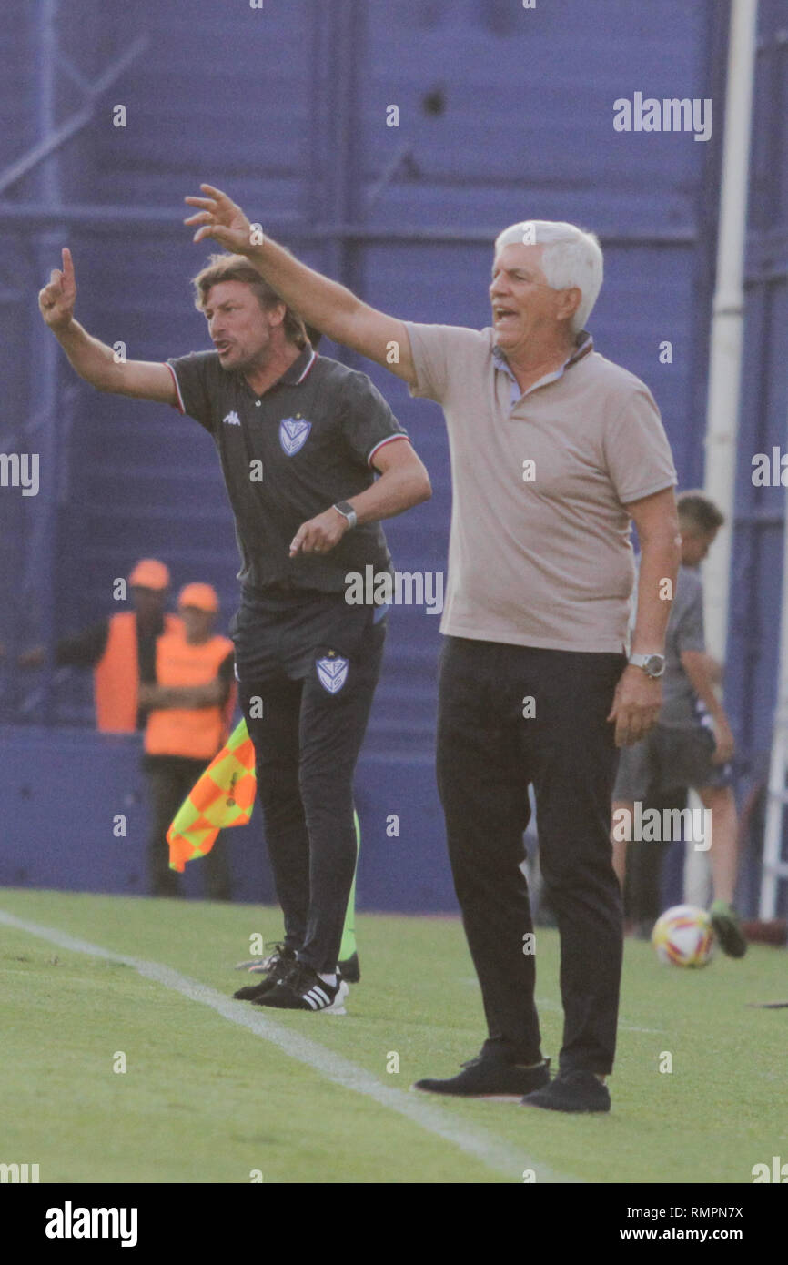 Buenos Aires, Argentina. 15th Feb, 2019. Luis Comesaña and Gabriel Heinze, coaches of both teams, during the match between Vélez Sarsfield e Colon for Superliga Argentina, this friday on José Amalfitani Stadium on Buenos Aires, Argentina. ( Credit: Néstor J. Beremblum/Alamy Live News - Stock Image