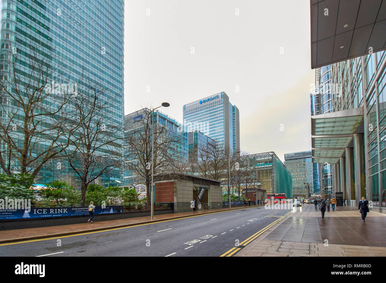 LONDON CANARY WHARF CANADA SQUARE ICE RINK AREA AND CITIGROUP BUILDING - Stock Image