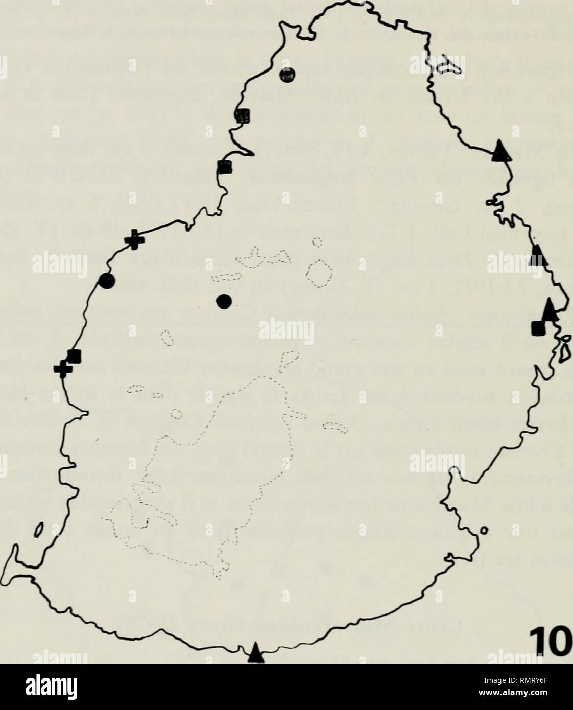 . Annali del Museo civico di storia naturale Giacomo Doria. Natural history. 300 Y. GOMY. ^ fcruS KOmai. '-£-/..' Fig. 10 - Local ités de capture des espèces des genres Halocritus Schni. et Acritus LeC. à rile Maurice. Mascarenium uxoris Goniy (fig. ll,a; 12; 3,c) Mascarenium uxoris Yves Goniy, 1978, Rev. Zool. afr., 92, p. 580. Repartition géographique: espèce endémiquc de l'ile de La Reu- nion où elle se cantonne comme Acritus alticcia dans les restes de forèt primitive de moyenne et de haute altitude (au dessus de 1 ()()() m) (iìg. 13).. Please note that these images are extracted from s - Stock Image