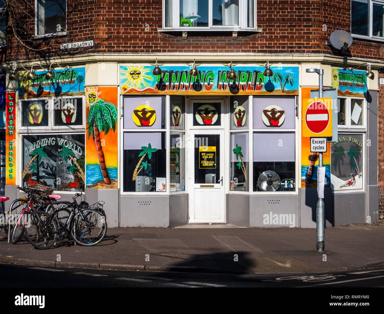 Tanning Shop - the Tanning World Tanning Salon in Mill Road, Cambridge UK - Stock Image