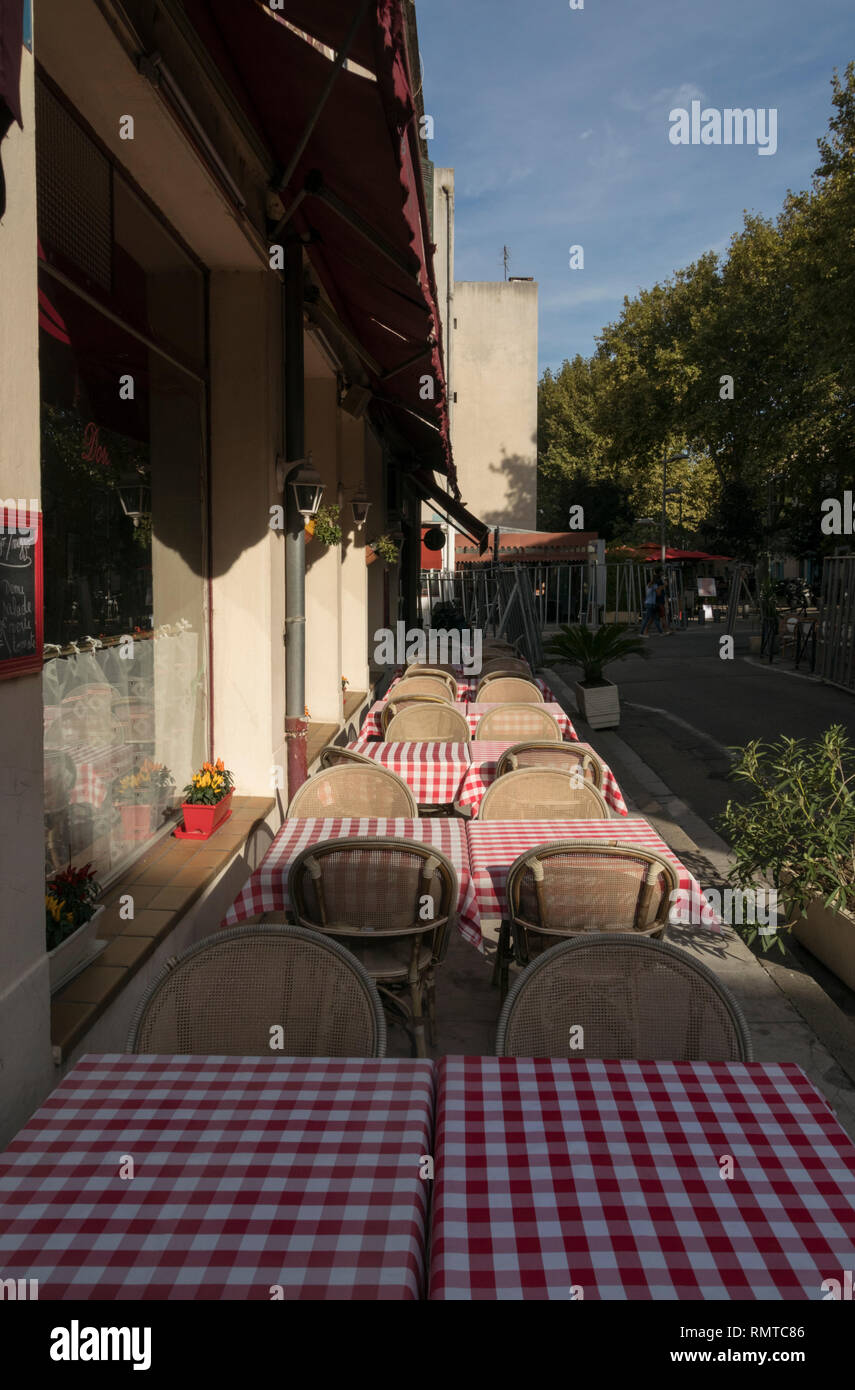 Italian style pizzerias are one option among the many street cafes of the provincial town of Arles, south of France. - Stock Image
