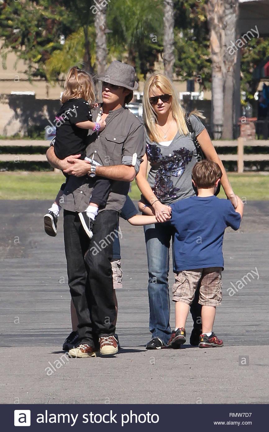 EXCLUSIVE* Buena Park, CA - Larry Birkhead and daughter