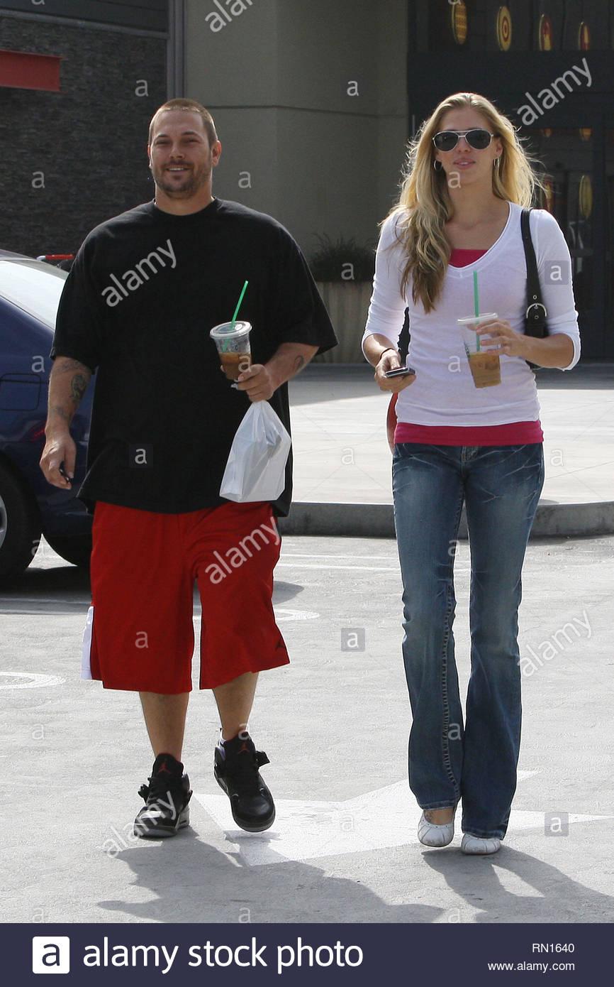 Woodland Hills, CA - Kevin Federline and girlfriend Victoria