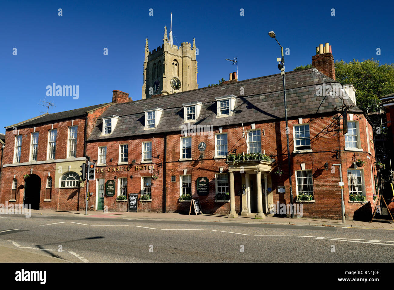 The Castle Hotel and the tower of St Mary's church in Devizes. - Stock Image