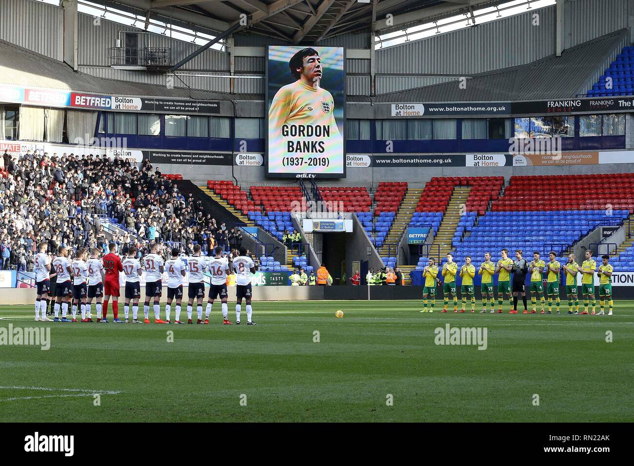 Both teams pay tribute to the late Gordon Banks ahead of . EFL Skybet championship match, Bolton Wanderers v Norwich city at the University of Bolton Stadium in Bolton, Lancs on Saturday 16th February 2019.  this image may only be used for Editorial purposes. Editorial use only, license required for commercial use. No use in betting, games or a single club/league/player publications. pic by Chris Stading/Andrew Orchard sports photography/Alamy Live news - Stock Image