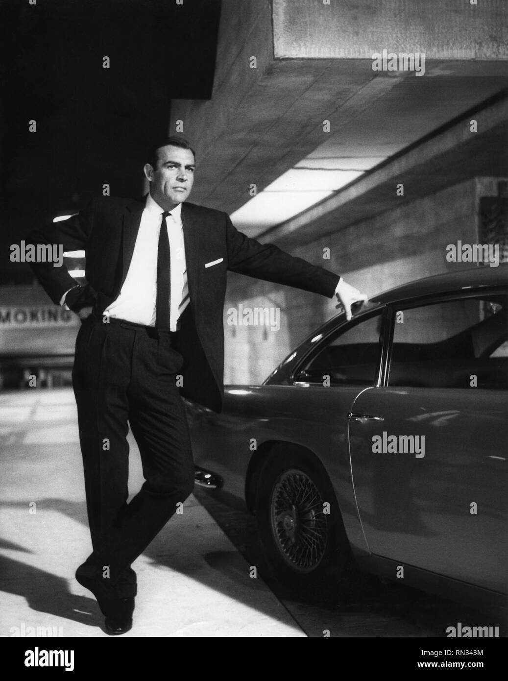 Sean Connery Goldfinger 1964 Aston Martin Db5 James Bond Photo By Arthur Evans Eon Productions United Artists Stock Photo Alamy