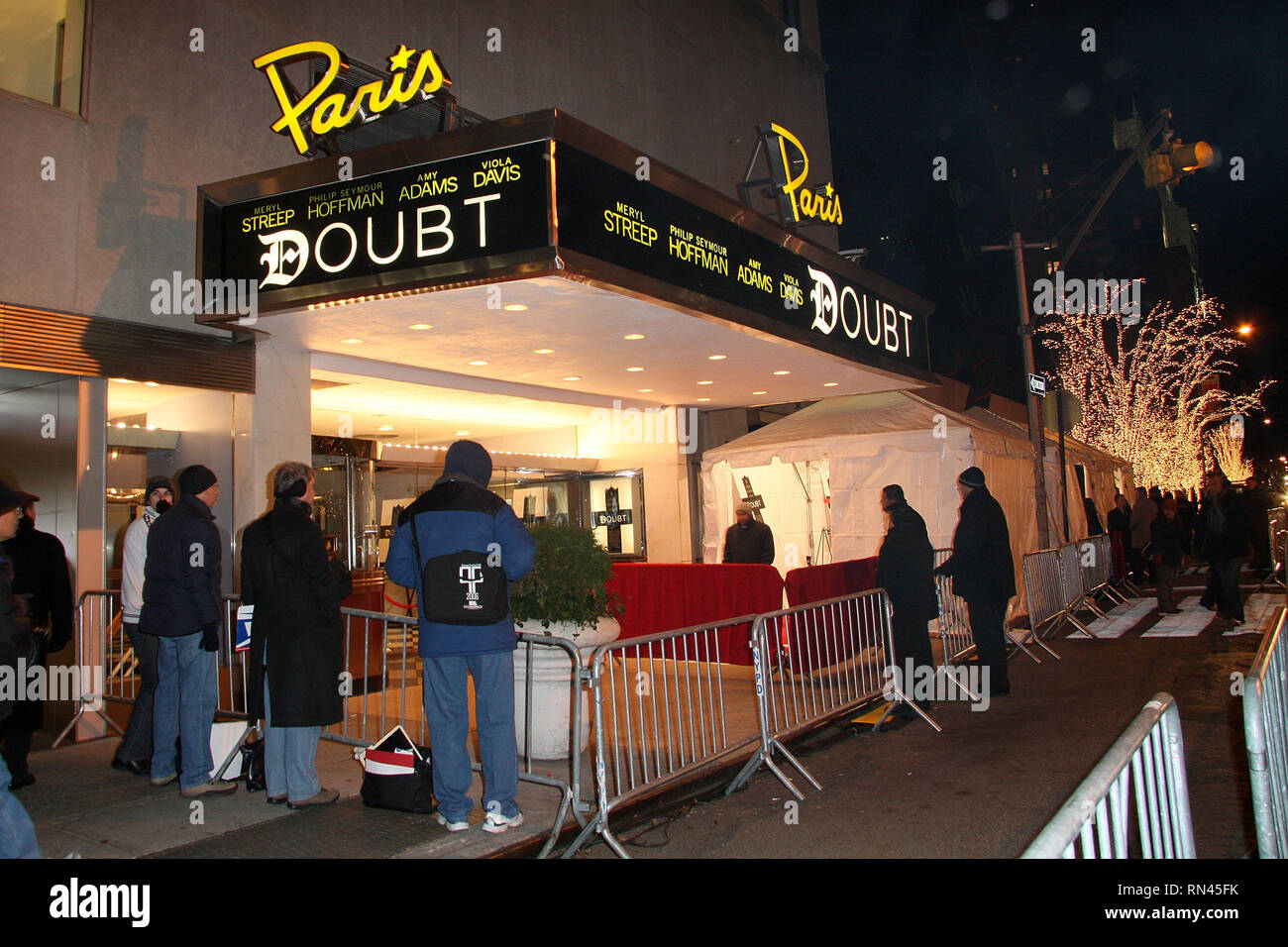 New York, USA. 07 Dec, 2008. Atmosphere, exterior at The Sunday, Dec 7, 2008 New York Premiere for 'Doubt' Presented By Miramax Films at The Paris Theater in New York, USA. Credit: Steve Mack/S.D. Mack Pictures/Alamy - Stock Image