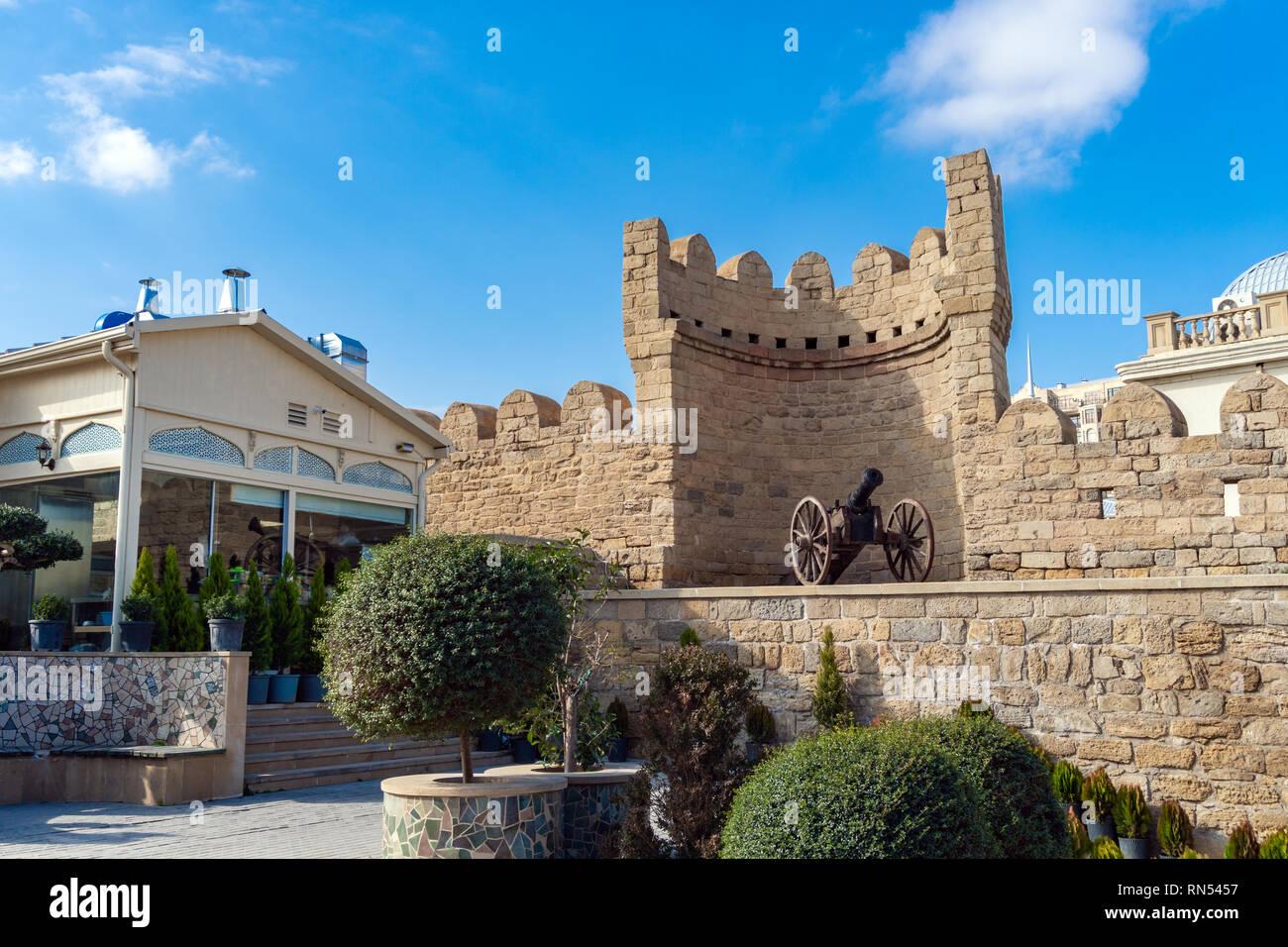 Ancient cannon in Icheri Sheher, Baku city, Azerbaijan - Stock Image