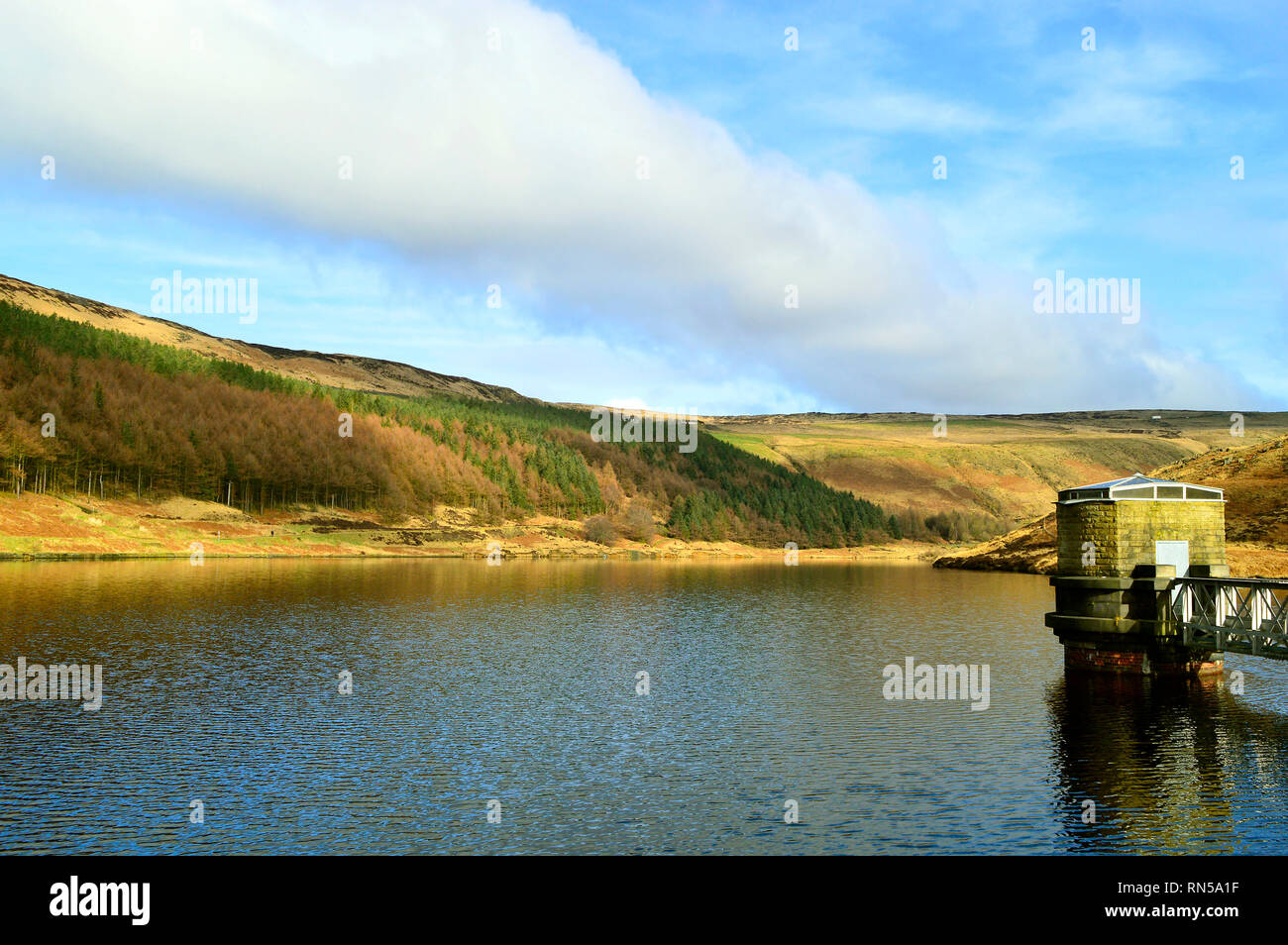 Yeoman Hey Reservoir above the village of Greenfield, on Saddleworth Moor in Greater Manchester - Stock Image