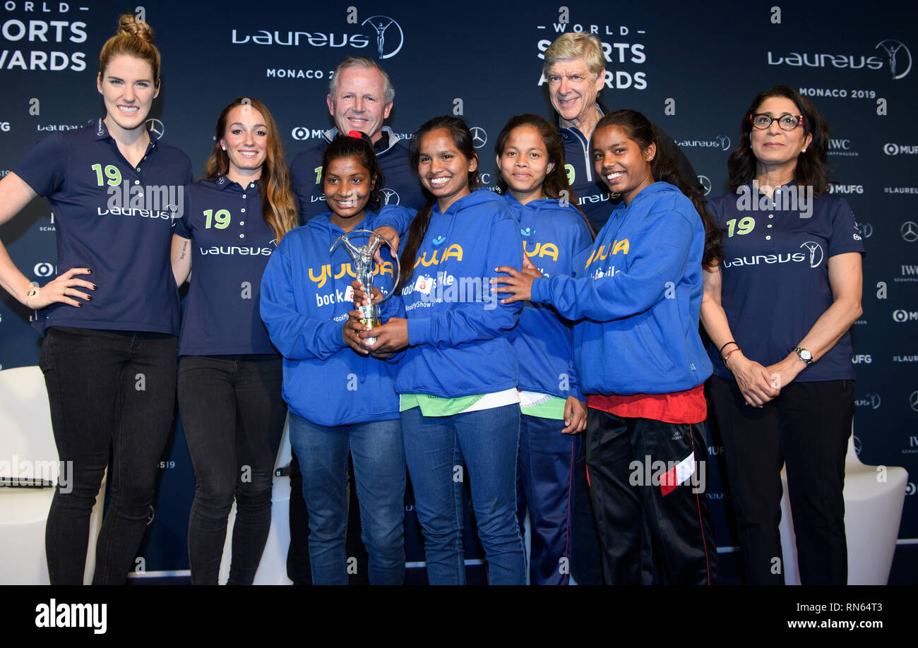 Prize: Laureus Sport for Good Award 2019. Winner of the trophy is the Indian social sports project Yuwa: Back left to right: Melissa 'Missy' Jeanette Franklin (Laureus Ambassador), Kosovare Asllani, Sean Fitzpatrick (Chairman Laureus), Arsene Wenger, Nawal El Moutawakel ( Laureu's ambassador). In front are the winners left to right Radha, Neeta, Konika and Hema, football players of the project Yuwa. GES/Sports General/Laureus World Sports Awards 2019, 17.02.2019 Sports: Laureus World Sports Awards 2019, February 17, 2019 | usage worldwide - Stock Image