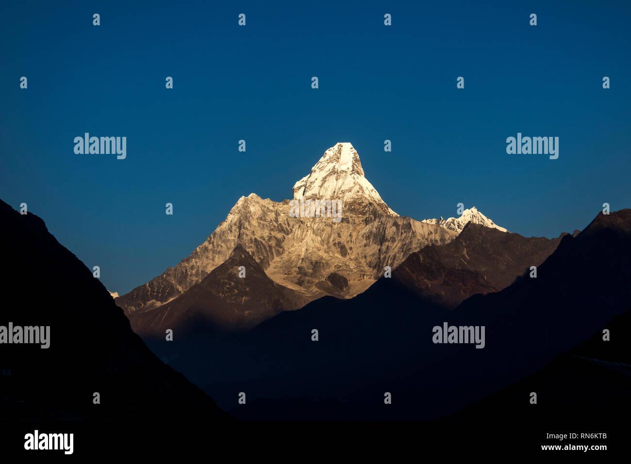 Nepal, Everest Base Camp Trek, Khumjung, Mount Ama Dablam, early morning view - Stock Image
