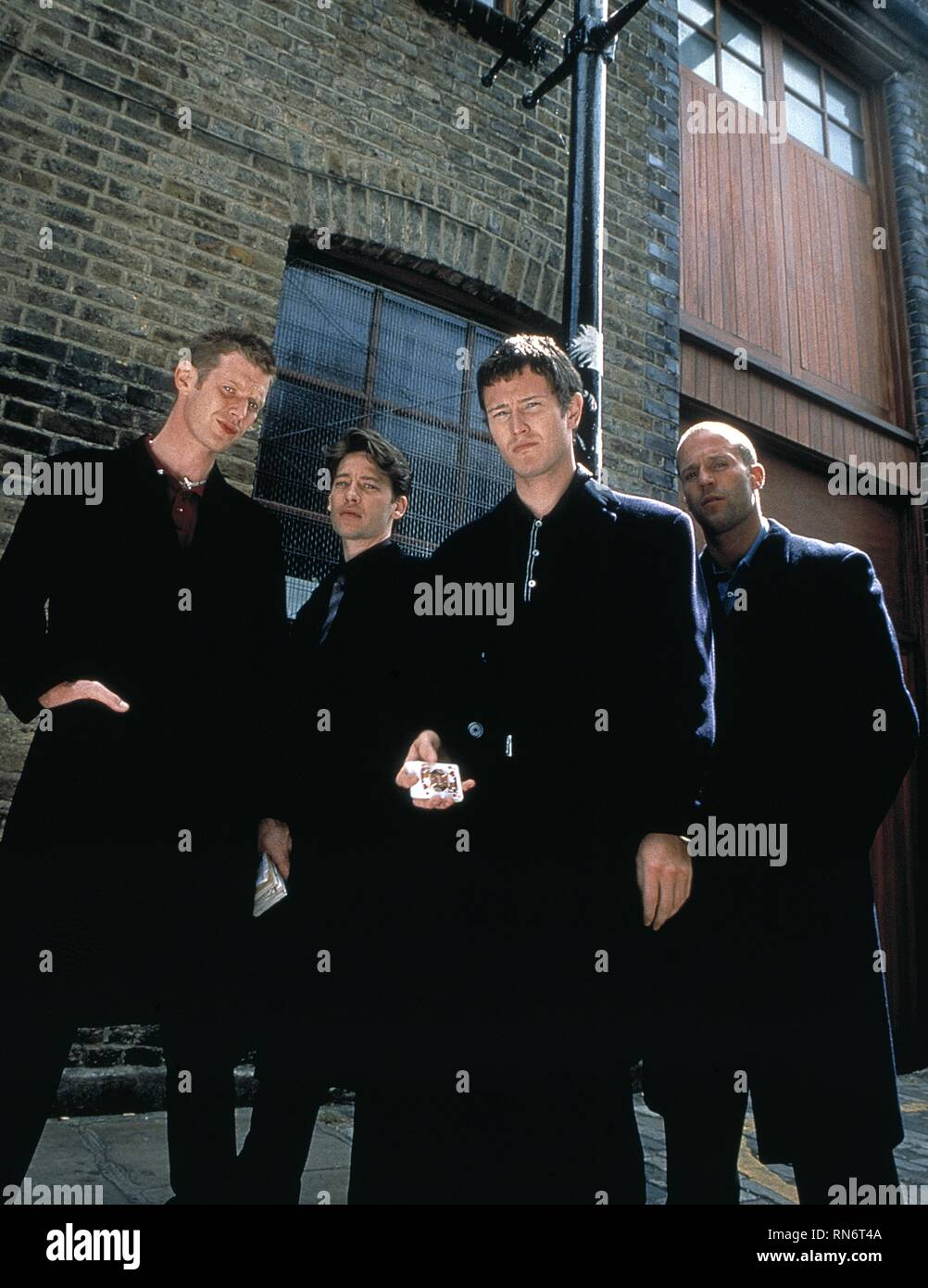JASON FLEMYNG, DEXTER FLETCHER, NICK MORAN,JASON STATHAM, LOCK  STOCK AND TWO SMOKING BARRELS, 1998 - Stock Image