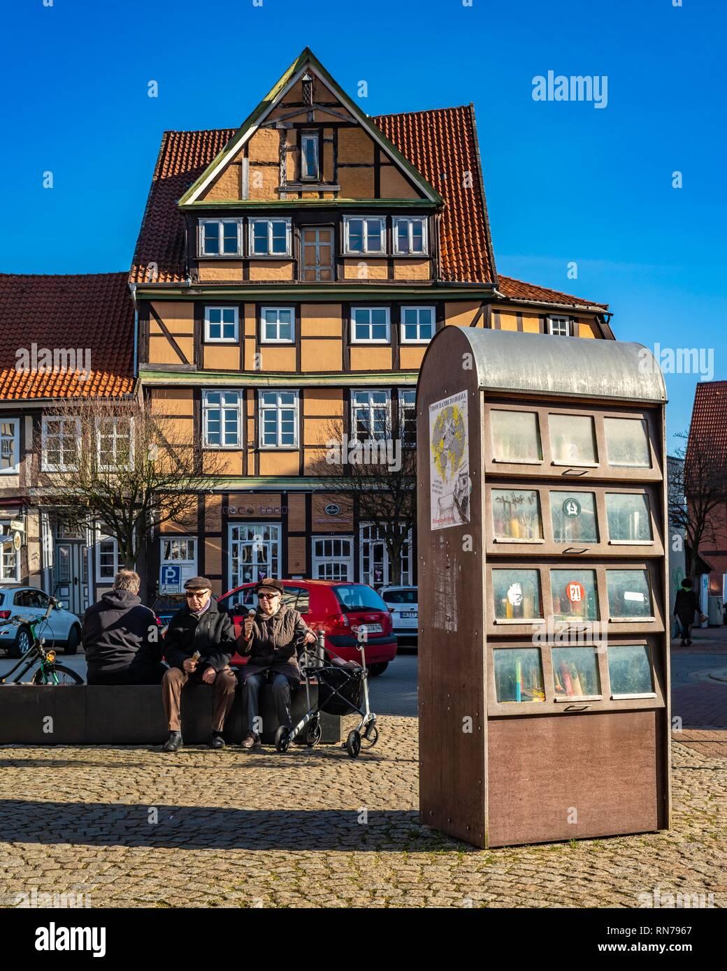 Öffentlicher Bücherschrank in der Celler Altstadt - Stock Image
