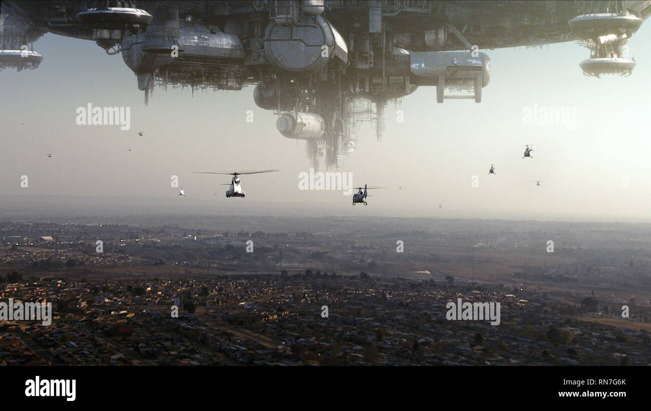 HELICOPTERS PATROL ALIEN COMPOUND, DISTRICT 9, 2009 - Stock Image