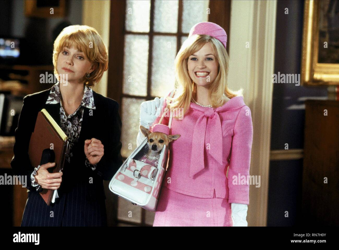 FIELD,WITHERSPOON, LEGALLY BLONDE 2: RED  WHITE and BLONDE, 2003 - Stock Image