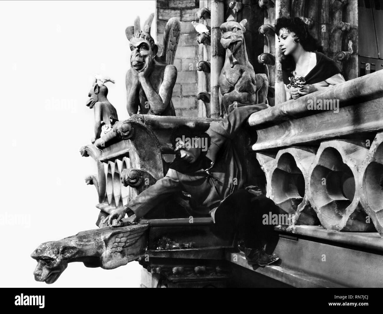 QUINN,LOLLOBRIGIDA, NOTRE DAME DE PARIS, 1956 Stock Photo