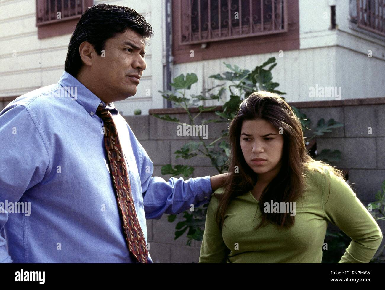 GEORGE LOPEZ,AMERICA FERRERA, REAL WOMEN HAVE CURVES, 2002 - Stock Image