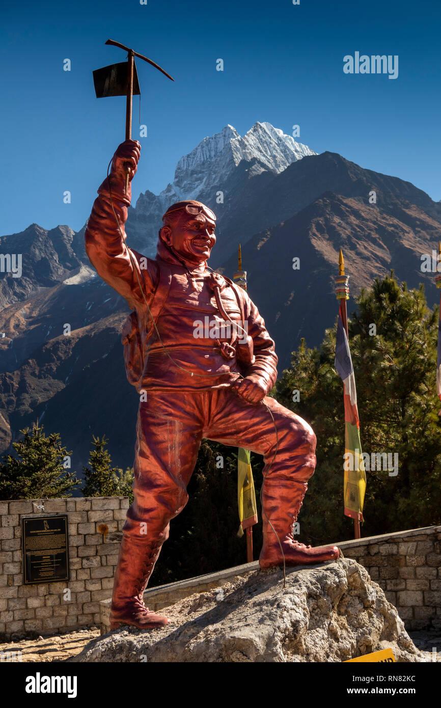 Nepal, Namche Bazaar, Sagarmatha National Park, Visitor Centre, Sherpa Tenzing Norgay memorial statue - Stock Image