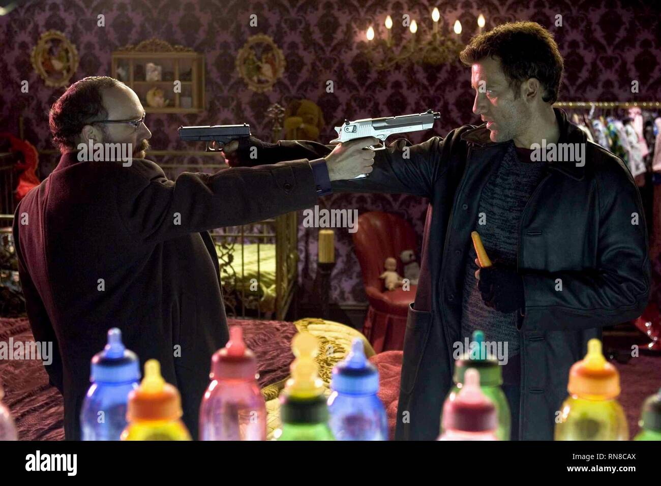 SHOOT 'EM UP, PAUL GIAMATTI , CLIVE OWEN, 2007 - Stock Image