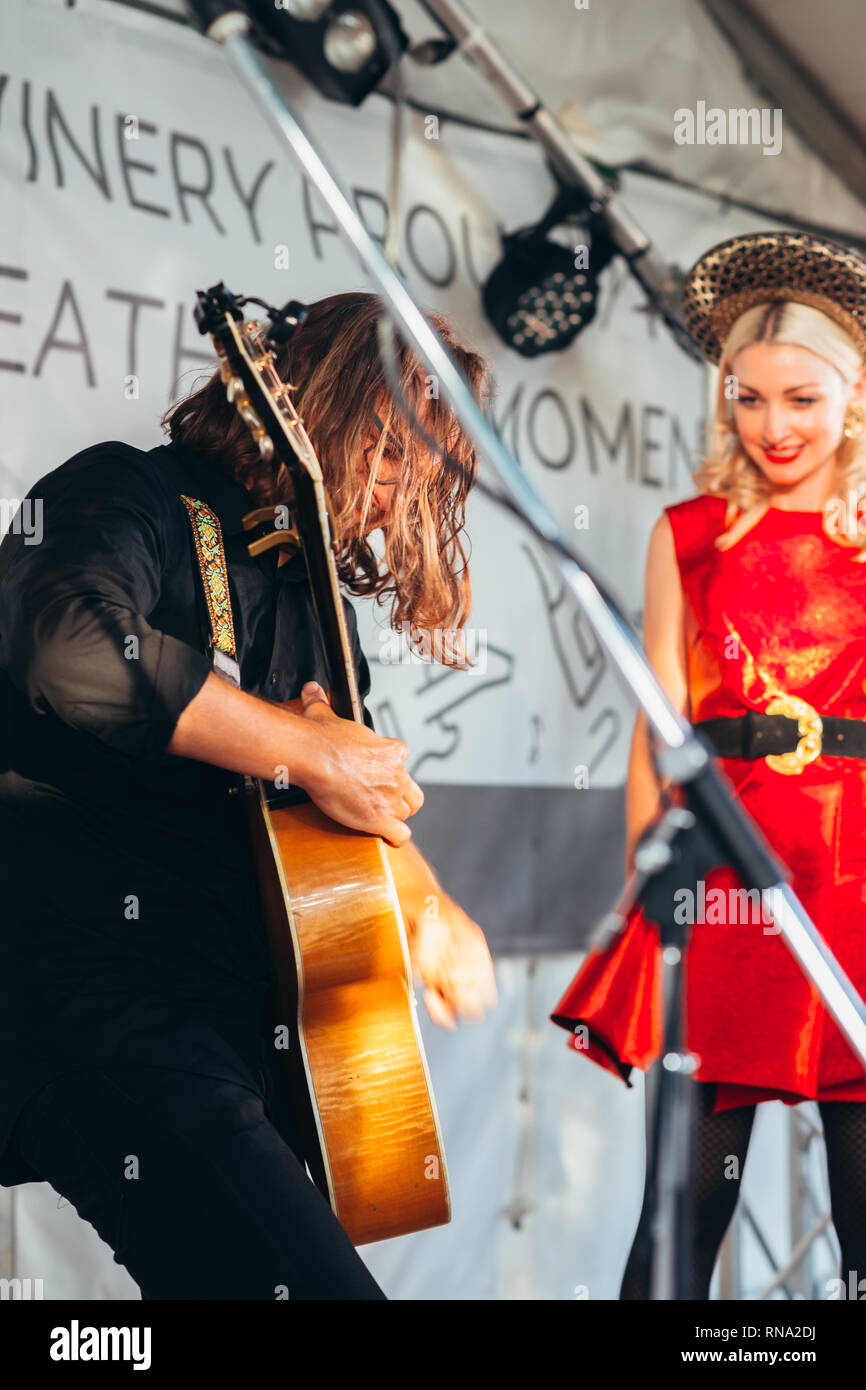 Porepunkah, Victoria, Australia - 16 February 2019: Kate Miller-Heidke and partner Keir Nuttall perform a live  concert at Feathertop Winery Credit: Gillian van Niekerk/Alamy Live News - Stock Image