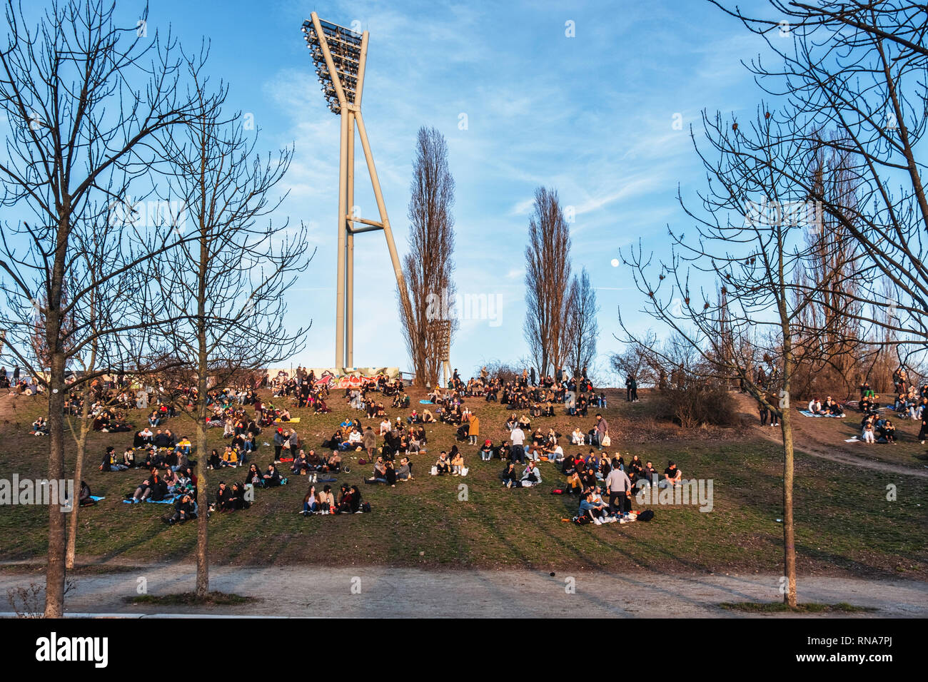 Mauer Park,Berlin, Germany, 17th February 2019. Berliners are enjoying a glorious Spring-like weekend in the middle of February - normally the second coldest month of the year. People relax in Mauerpark and enjoy the blue skies, sunshine and unseasonal warmer weather. Credit: Eden Breitz/Alamy Live News - Stock Image