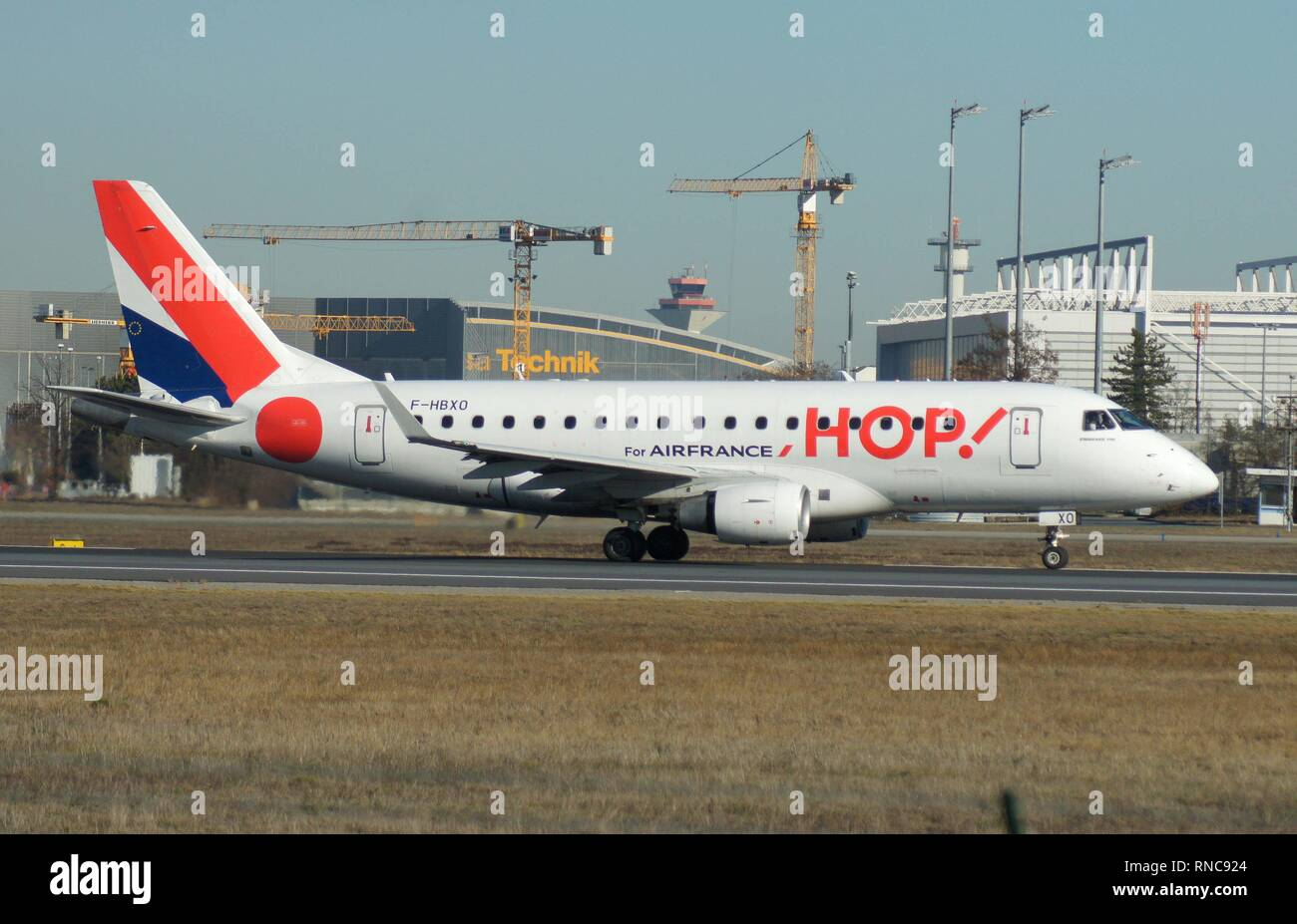 Frankfurt Airport. An Embraer 170 of the French airline HOP takes off on runway 18 West. HOP takes over short-haul flights for Air France. | usage worldwide - Stock Image