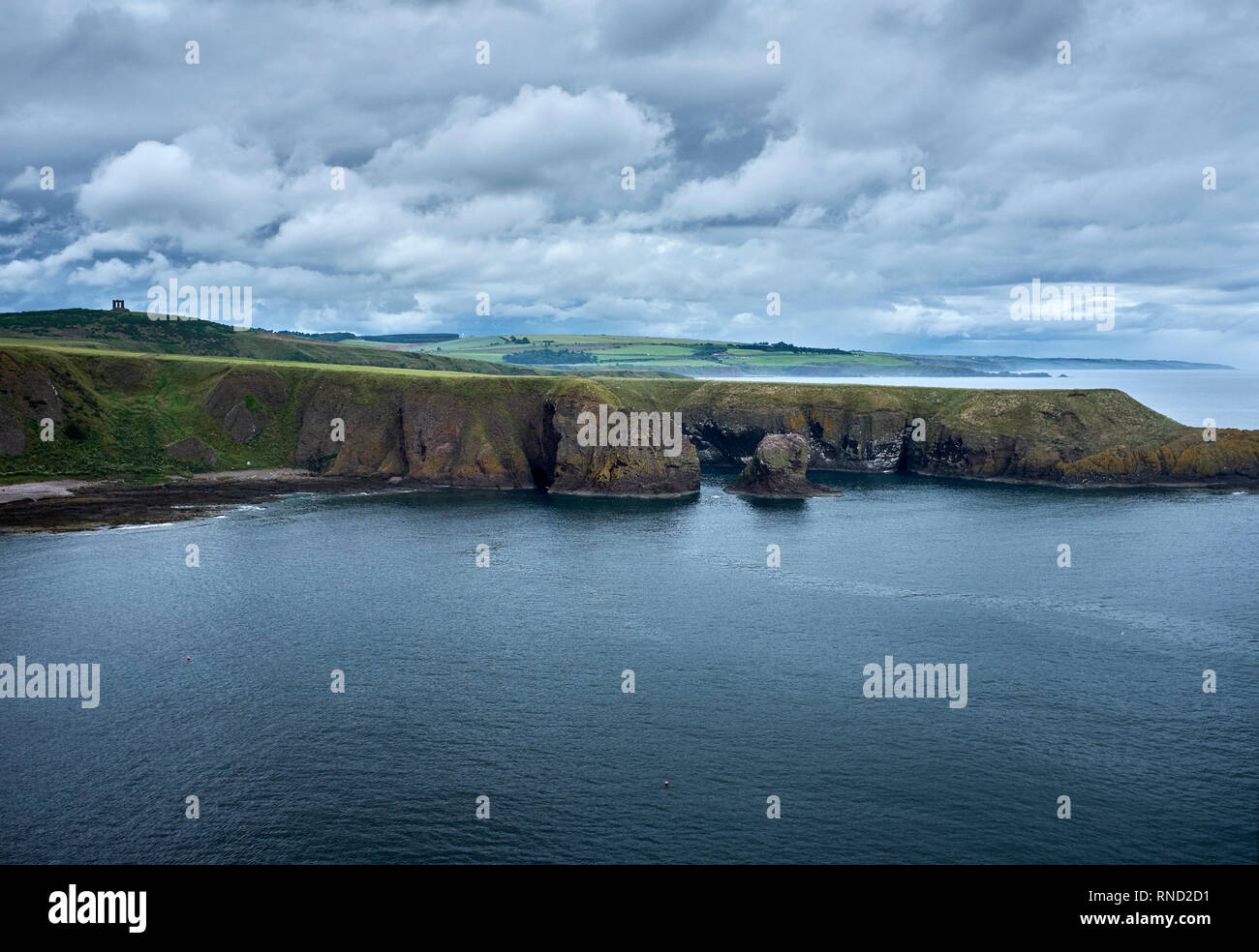 DUNNOTAR CASTLE, ABERDEEN, ANGUS, SCOTLAND. 07 July 2017. Looking north along the coast from Dunnotar Castle. Angus, Scotland - Stock Image
