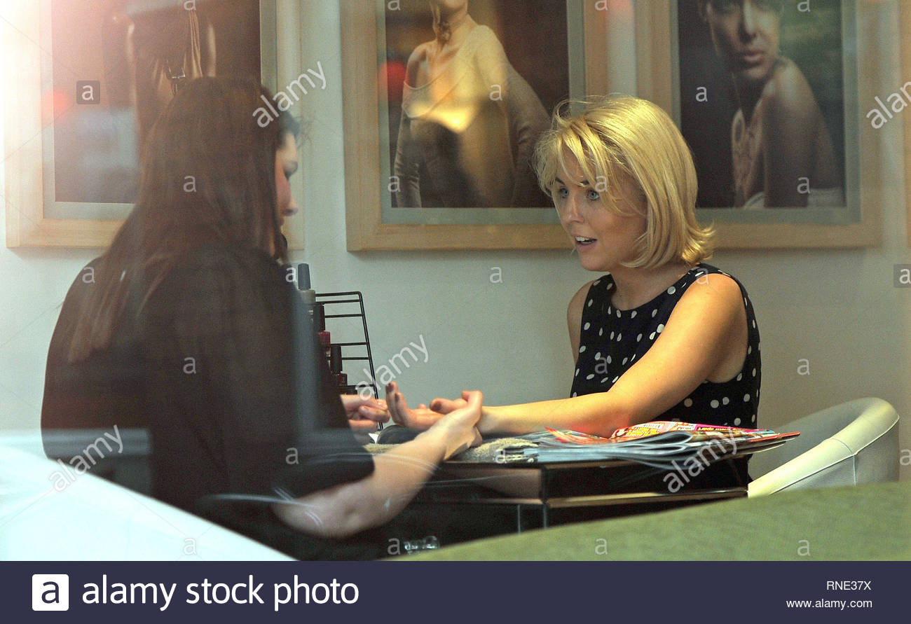 [USA ONLY] *EXCLUSIVE* London UK - TOWIE star Lydia Bright got her nails done at Webster Whiteman Nail Salon ...