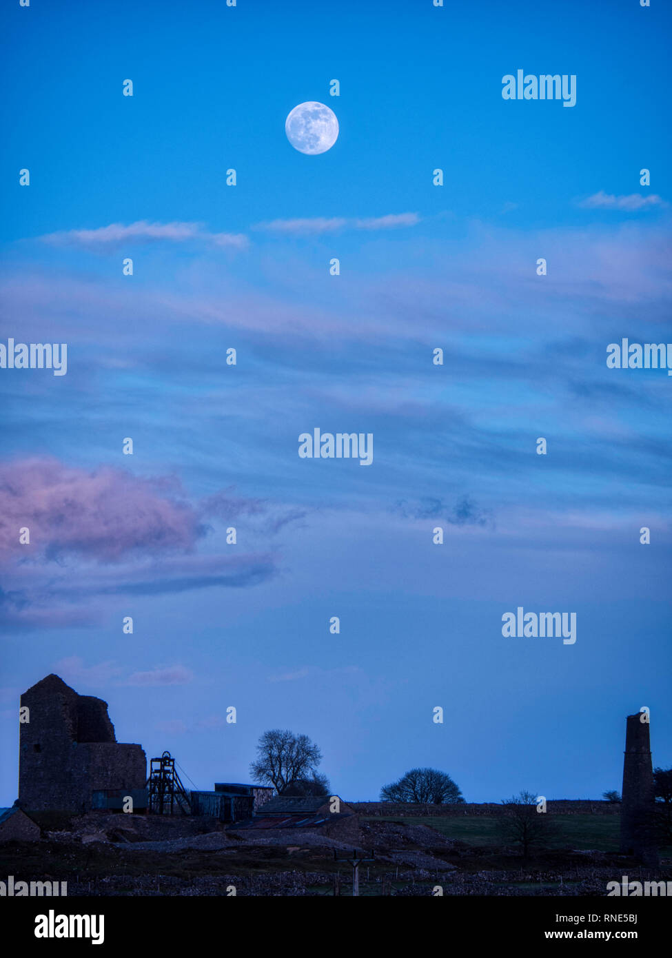 Derbyshire, UK. 18th Feb, 2019. Super Snow Full Moon rising over Magpie Mine historic buildings in the Peak District National Park, Derbyshire.The full moon will reach its closest point to Earth at 9.06 am on Tuesday 19th February 2019. It will be the biggest and brightest of the entire year appearing 14% bigger than usual and 30% brighter. Credit: Doug Blane/Alamy Live News Stock Photo