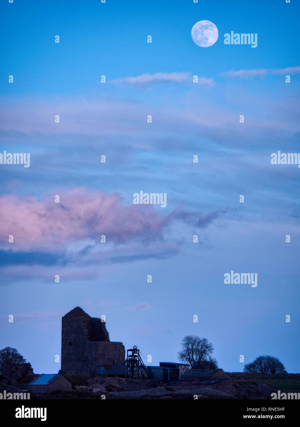Derbyshire, UK. 18th Feb, 2019. Super Snow Full Moon rising over Magpie Mine historic buildings in the Peak District National Park, Derbyshire. The full moon will reach its closest point to Earth at 9.06 am on Tuesday 19th February 2019. It will be the biggest and brightest of the entire year appearing 14% bigger than usual and 30% brighter. Credit: Doug Blane/Alamy Live News Stock Photo