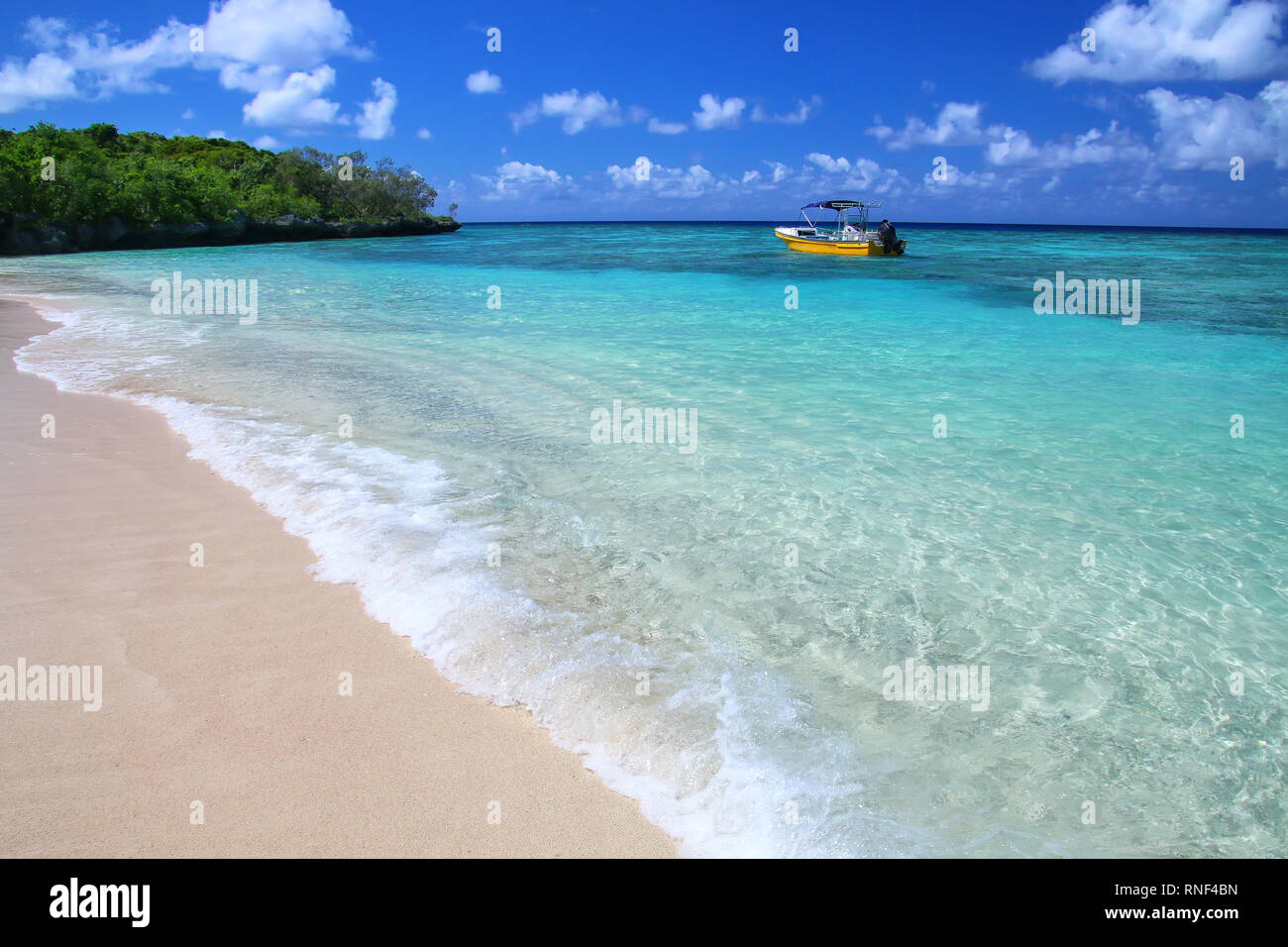 Sandy beach at Gee island in Ouvea lagoon, Loyalty Islands, New Caledonia. The lagoon was listed as Unesco World Heritage site in 2008. - Stock Image