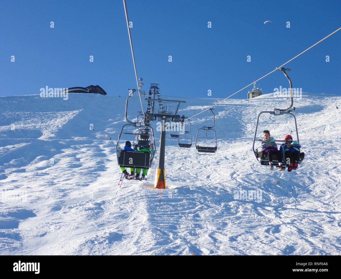 Mitterbach am Erlaufsee: mountain Gemeindealpe, ski lift, skier, downhill skiing in Mostviertel, Niederösterreich, Lower Austria, Austria - Stock Image