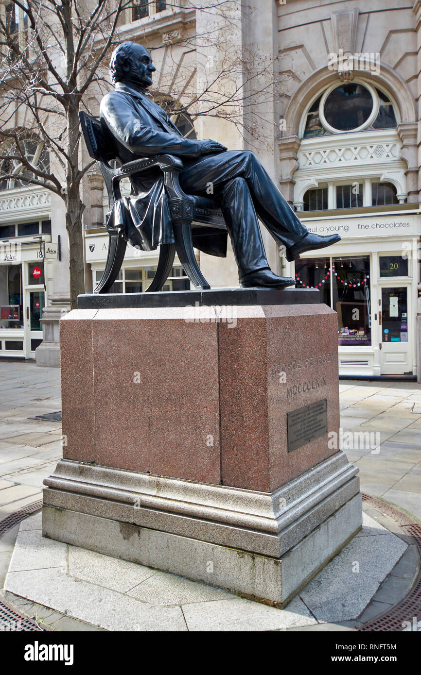LONDON THE CITY OF LONDON  THE STATUE OF GEORGE PEABODY AMERICAN PHILANTHROPIST AND FINANCIER - Stock Image