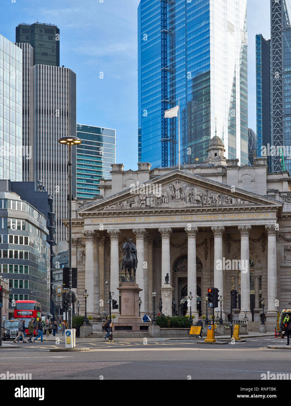 LONDON THE CITY OF LONDON ROYAL EXCHANGE AND EQUESTRIAN STATUE OF THE DUKE OF WELLINGTON Stock Photo