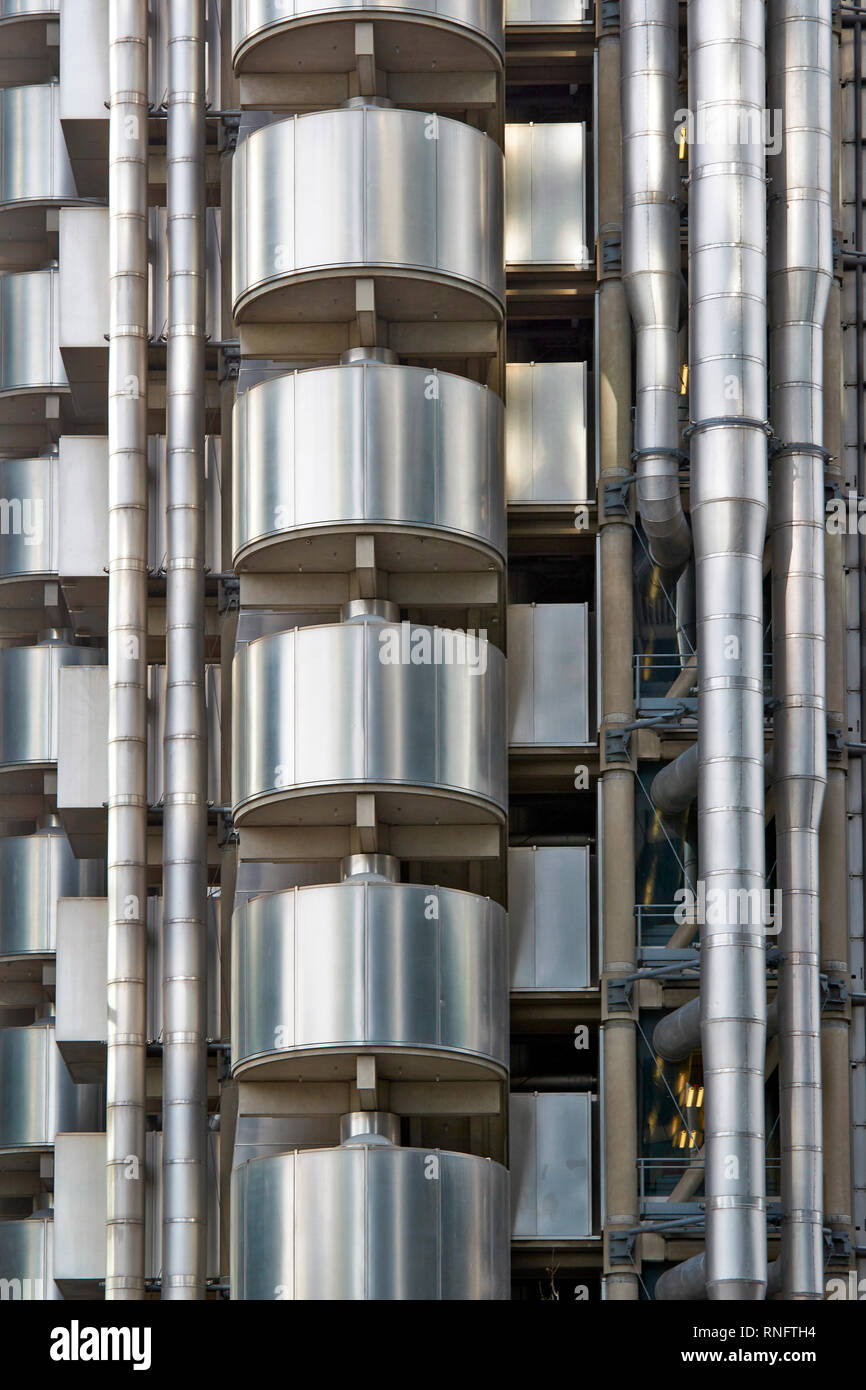 LONDON THE CITY OF LONDON THE STRUCTURE OF THE LLOYDS INSURANCE BUILDING - Stock Image